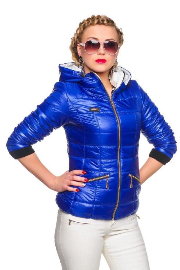 молодежная куртка синяя короткая стеганая