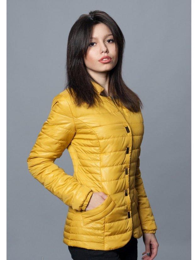 молодежная куртка желтая стеганая