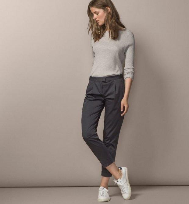 женские брюки весна лето 2020: чиносы серые