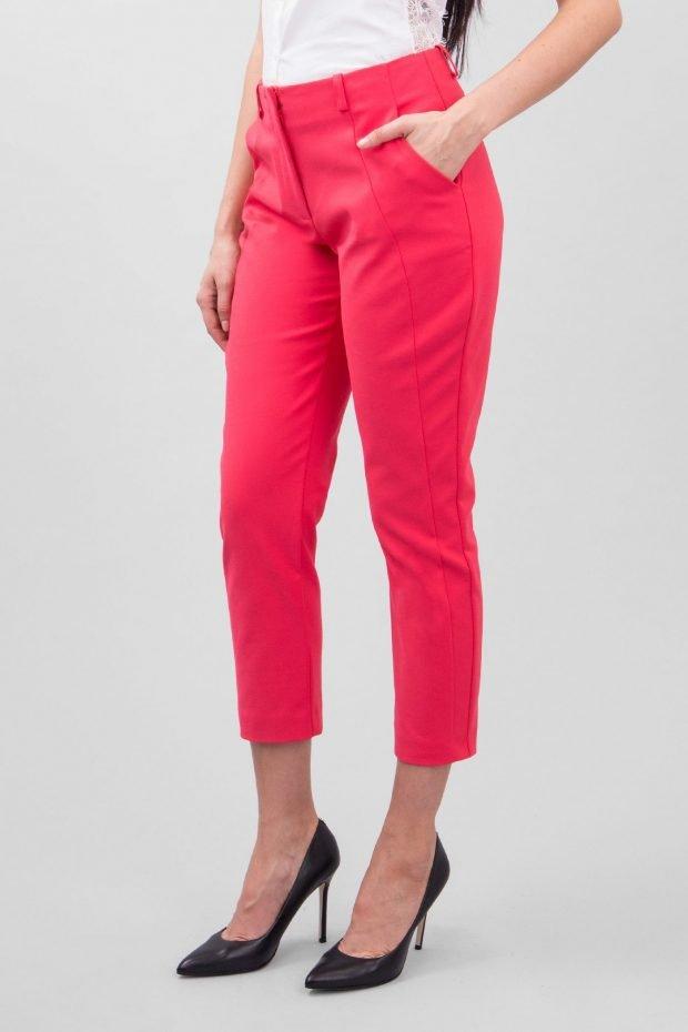 Модные брюки весна лето 2020: чиносы малиновые
