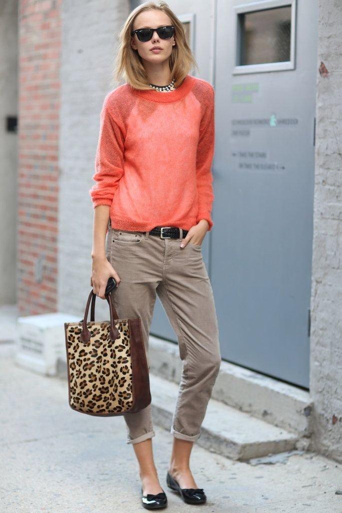 Модные брюки весна лето 2020: чиносы серые