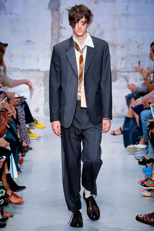 мужская мода 2021 весна лето: костюм черный полосочку