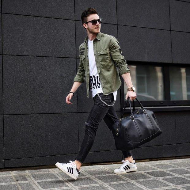 мужская мода весна лето 2021 основные тенденции: черные джинсы под рубашку зеленую футболку белую