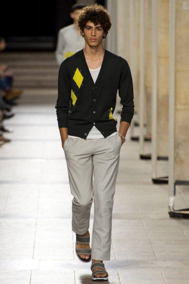 мужская мода весна лето 2019 основные тенденции: серые штаны под джемпер черный