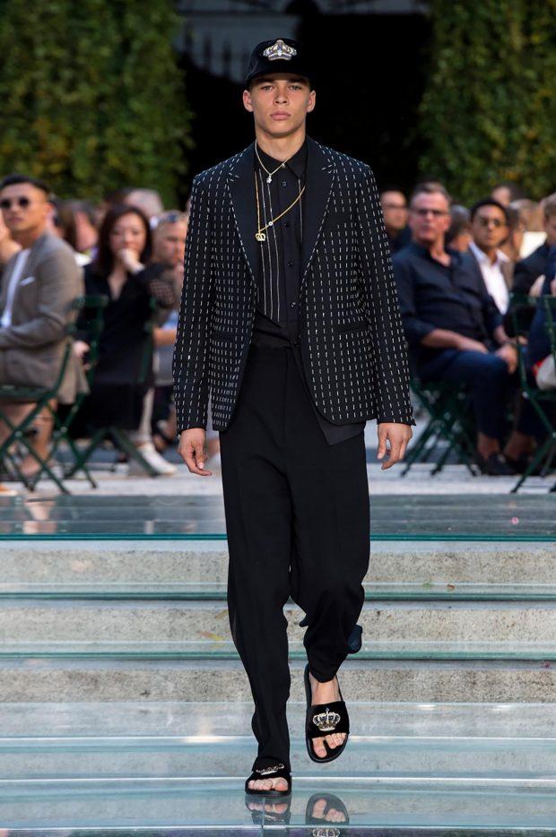 мужская мода весна лето 2021 основные тенденции: черные штаны под жакет черный с белыми полосками