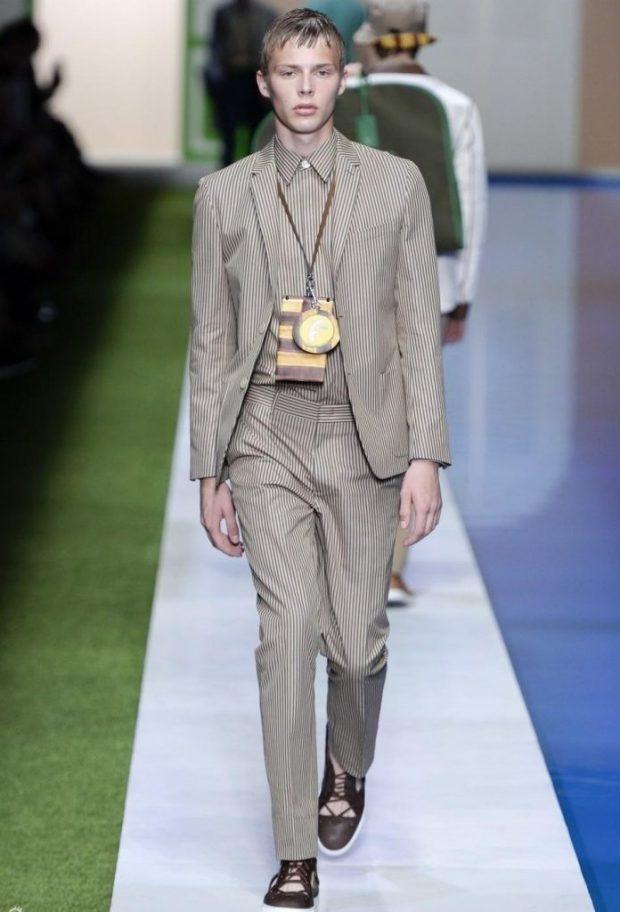 мужская мода весна лето 2020 основные тенденции: серый брючный костюм в мелкую полоску белую
