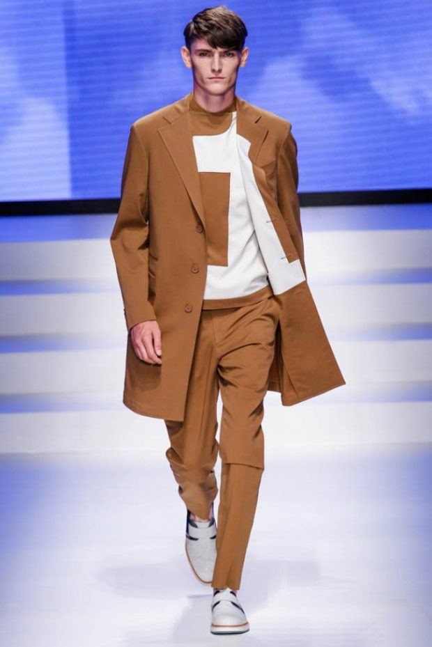 мужская мода весна 2019: светло-коричневые брюки под пальто в тон