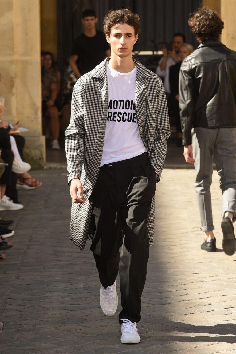 мужская мода 2018 весна лето: черные брюки под плащ в клетку