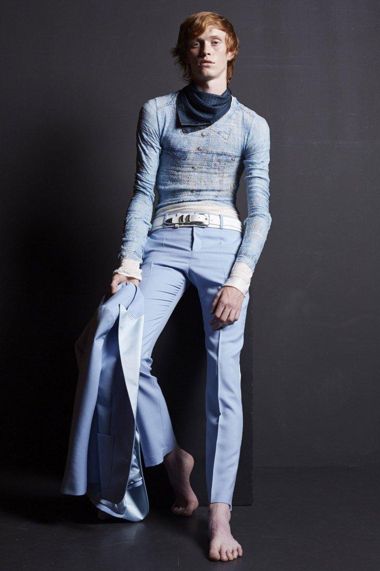 мужская мода 2018 весна лето: голубые брюки со стрелками кофта в тон
