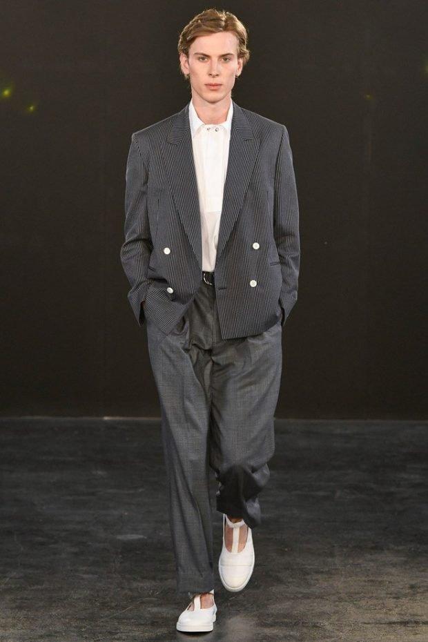 мужская мода 2019 весна лето: широкие серые брюки под жакет в полоску