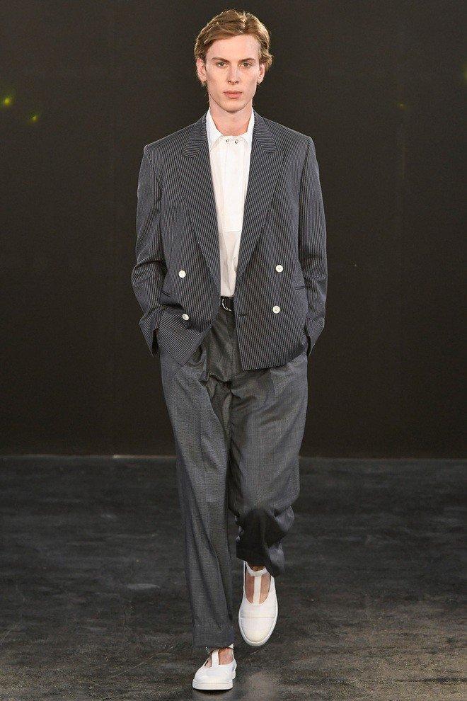 мужская мода 2018 весна лето: широкие серые брюки под жакет в полоску
