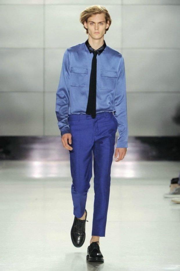мужская мода 2019 весна лето: синие брюки под рубашку в тон