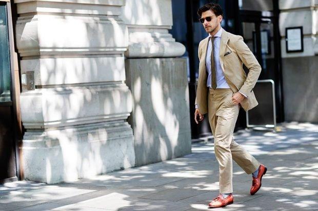 мужская мода 2019 весна лето: светлый бежевый брючный костюм классика