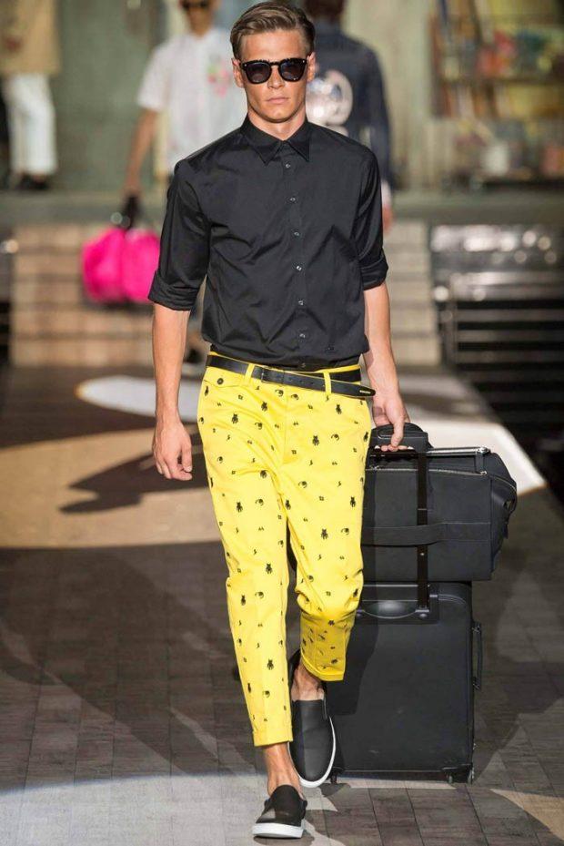 тенденции в мужской моде весна 2019: короткие желтые брюки под черную рубашку