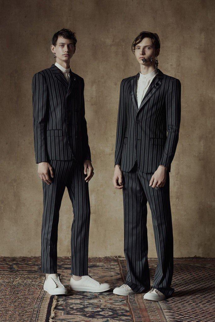 тенденции в мужской моде весна 2018: полосатые брючные костюмы