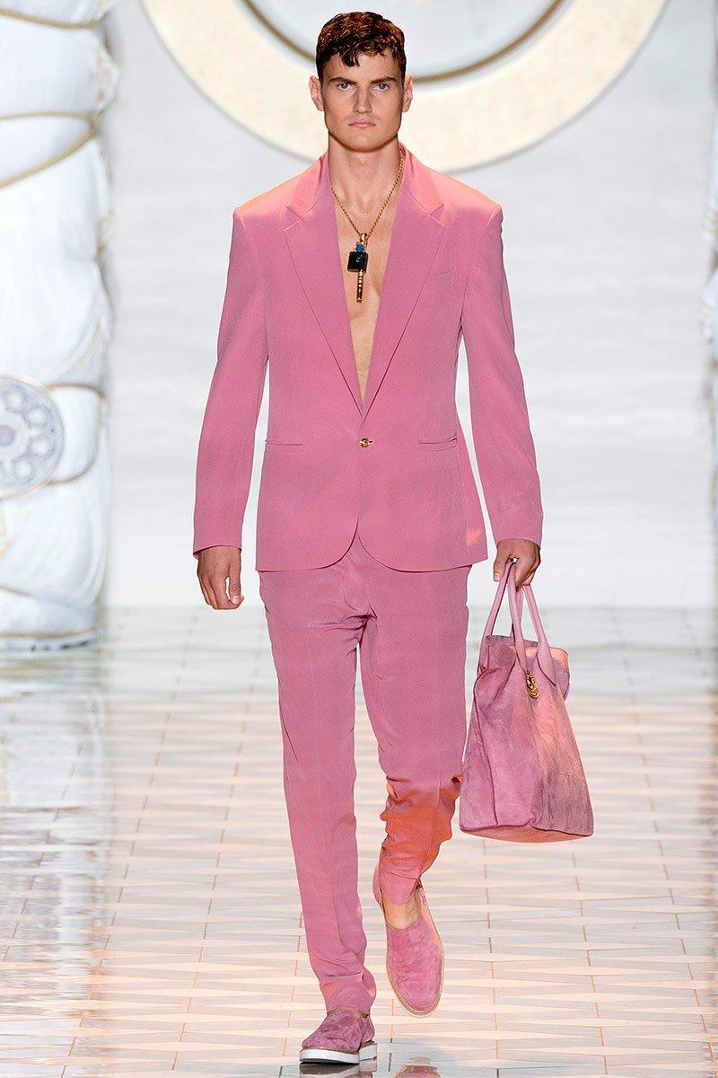 тенденции в мужской моде весна 2018: костюм розовый брючный