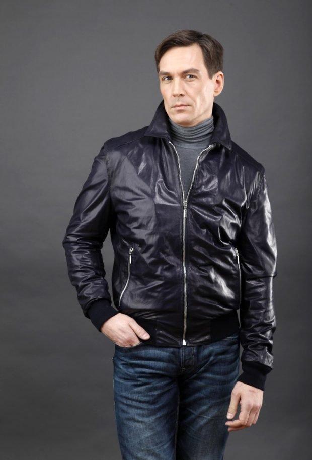 тенденции мужской моды весна лето 2019: темная куртка из плащевки