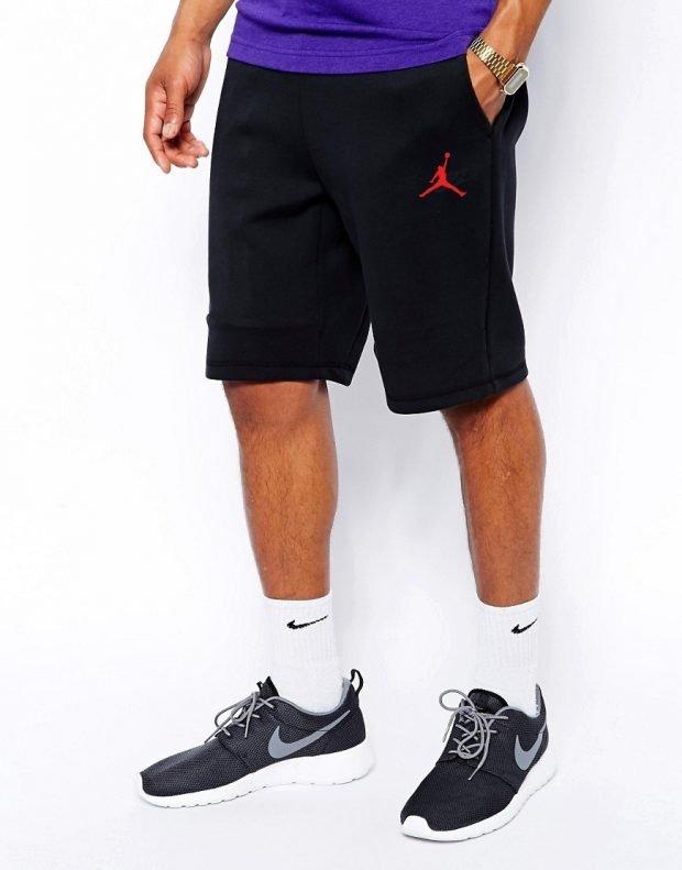 мужская мода весна лето: шорты черные спортивные