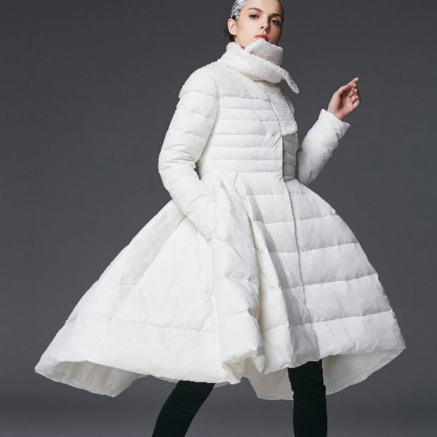 пуховик платье белый под лосины