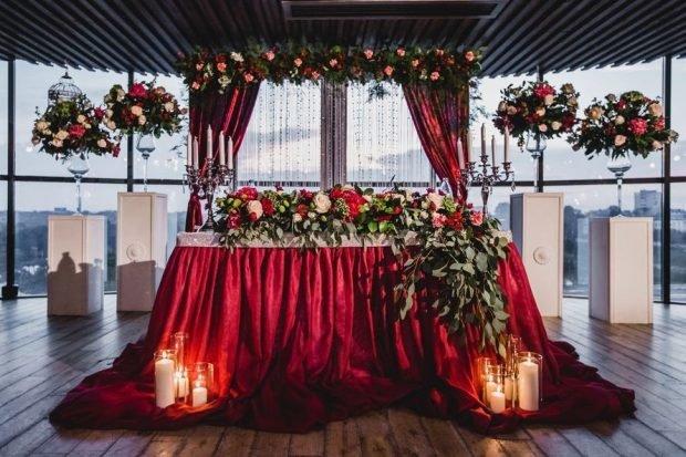 Свадьба в цвете марсала: украшение зала