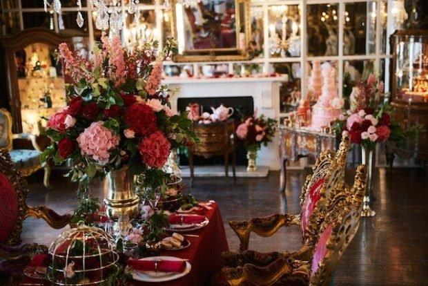 украшение зала бордовый с золотом