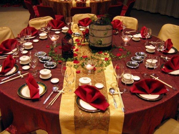 украшение столов золото и цвет марсала