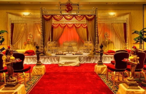 оформление свадебного зала цвет марсала и золота