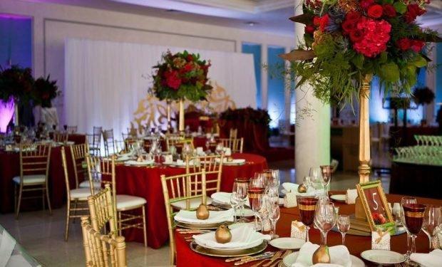 украшение свадебного зала золото и цвет марсала