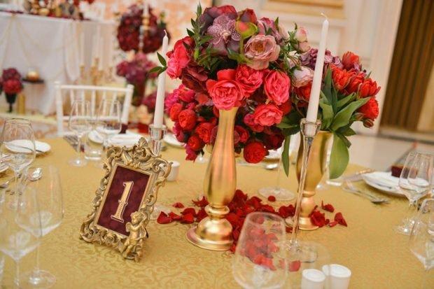 украшение зала цвет марсала и золота