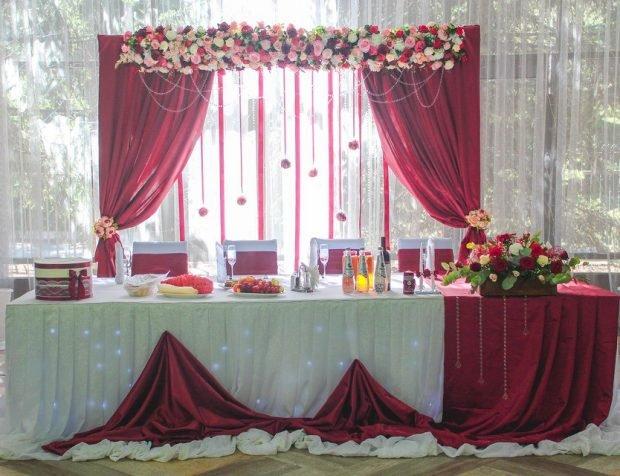 украшение свадебного зала цвет марсала