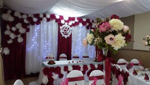 декор свадебного зала цвет марсала
