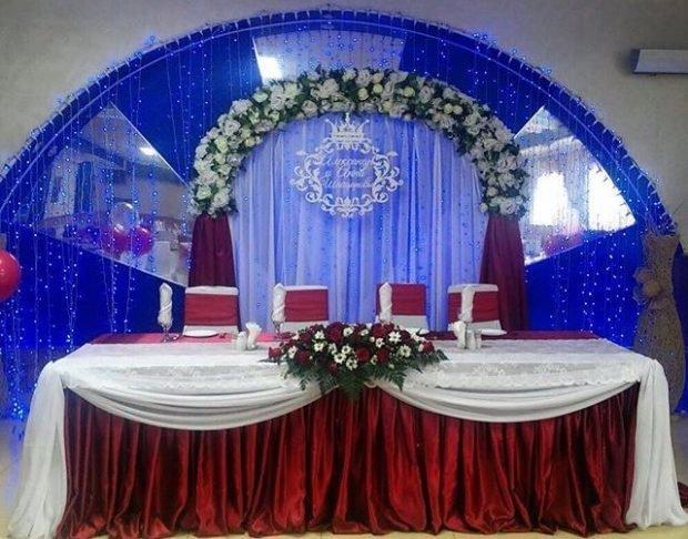 украшение зала цвет марсала