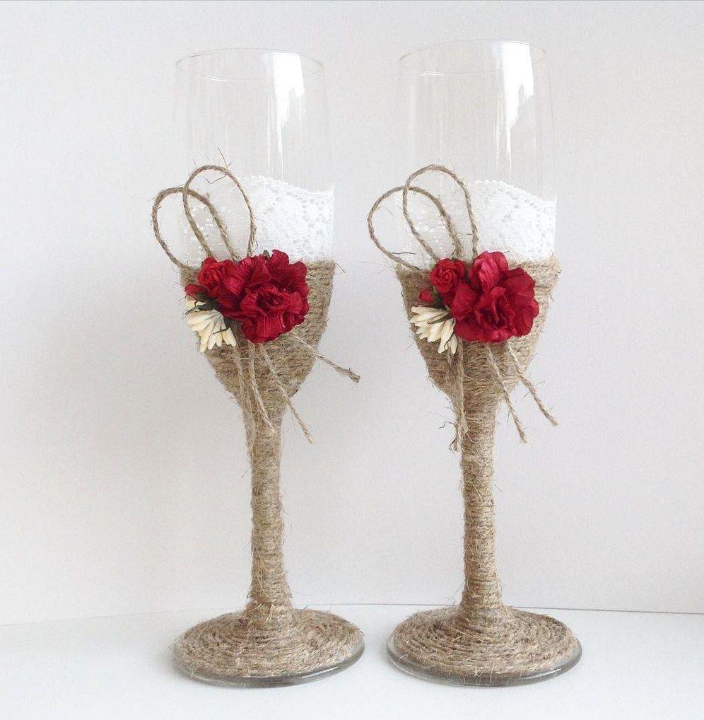 свадебные бокалы с цветами цвета марсала