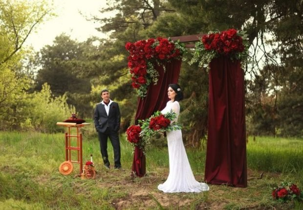 арка на свадьбу цвет марсала