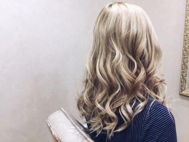 тренды 2019 2020 волосы: легкие локоны