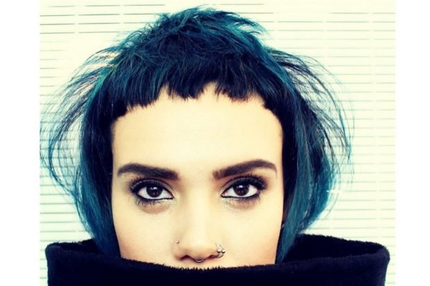 тренды 2019 2020 волосы: ультракороткая рваная челка
