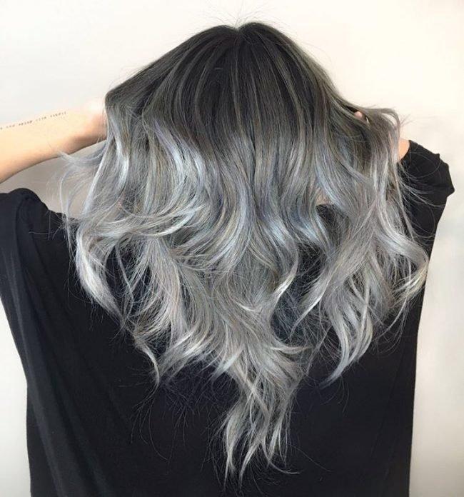 тренд цвета волос 2019 2020: темно-серые