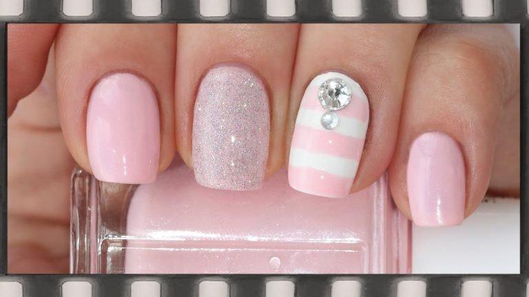 розовый маникюр с декором
