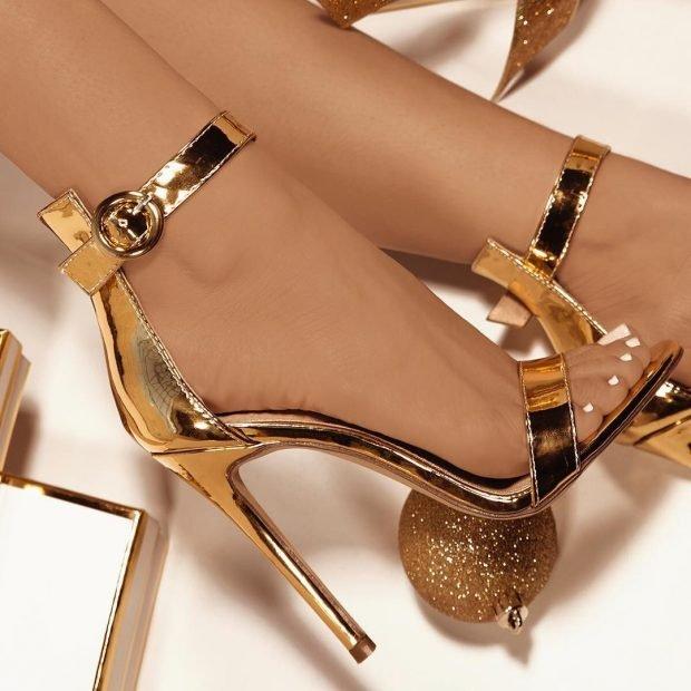 босоножки на высоком каблуке золотого цвета